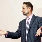 Лаконічність та довгі речення оратора